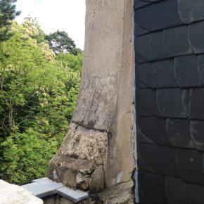 Fehlende Abdeckung schädigt das Mauerwerk
