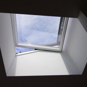 Flachdachfenster mit Luftqualitätssteuerung